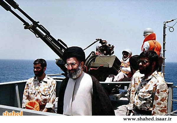تصویری از رهبر انقلاب در زمان ریاست جمهوری