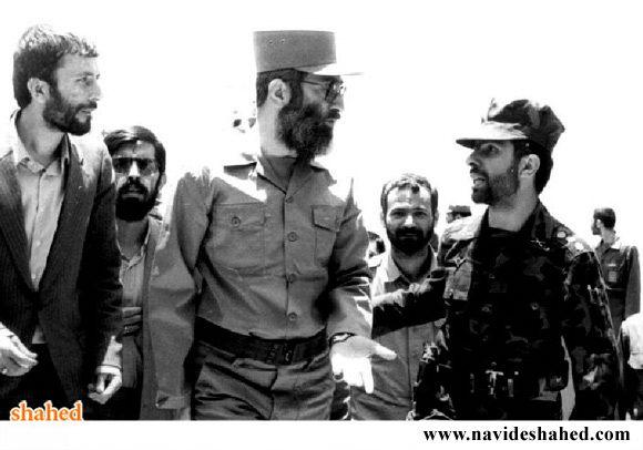 رهبر انقلاب در جوار شهيدان